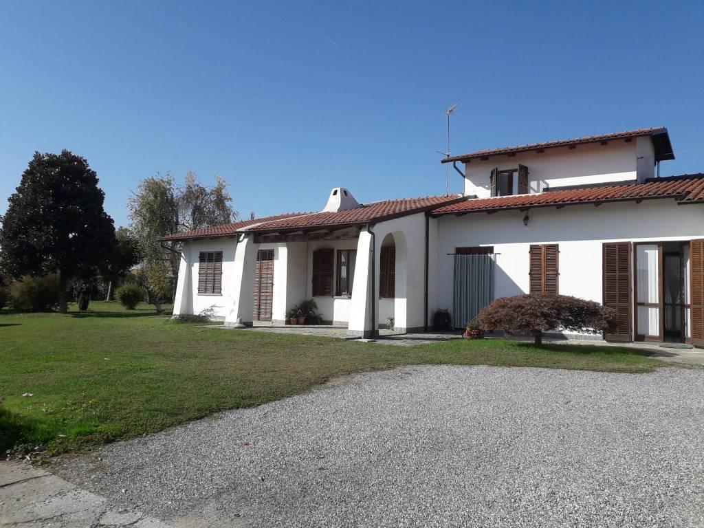 Villa in vendita a Bianzè, 5 locali, Trattative riservate | CambioCasa.it