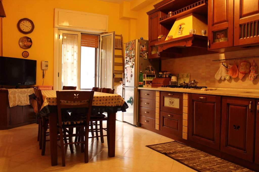 Appartamento in buone condizioni in vendita Rif. 8464784