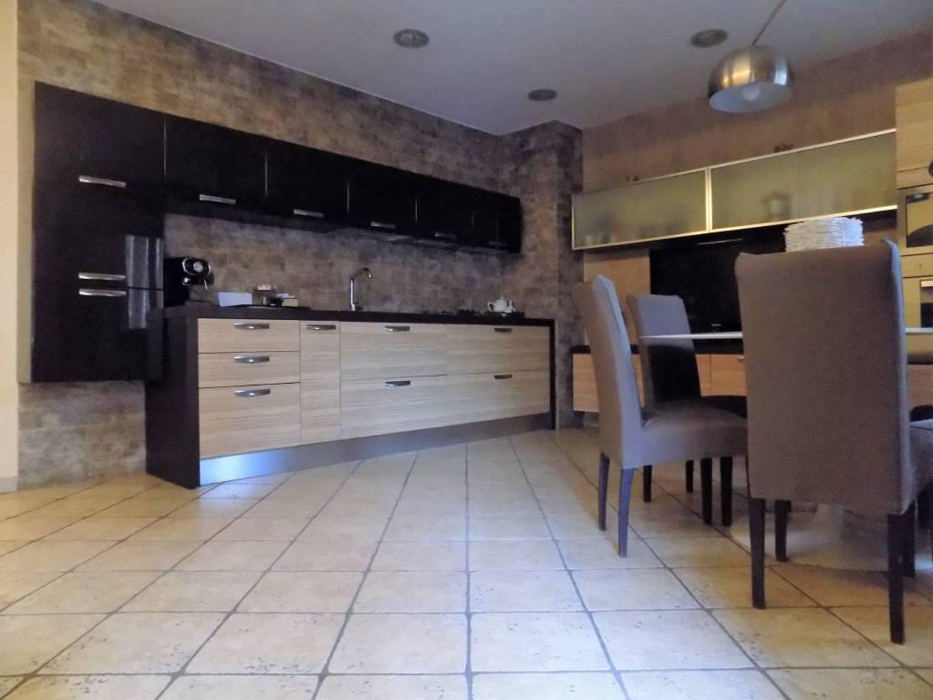 Appartamento in ottime condizioni in vendita Rif. 8469136