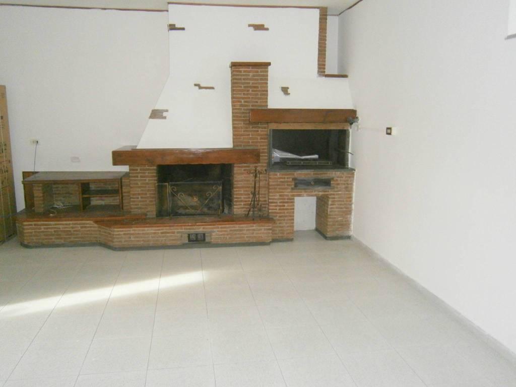 Appartamento in buone condizioni in affitto Rif. 8549777