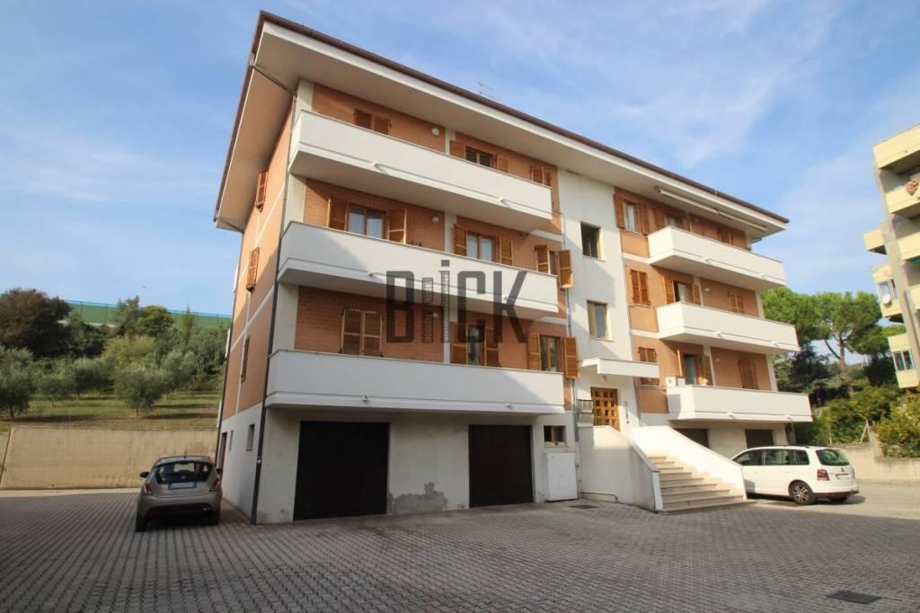 Appartamento in buone condizioni parzialmente arredato in vendita Rif. 8469561