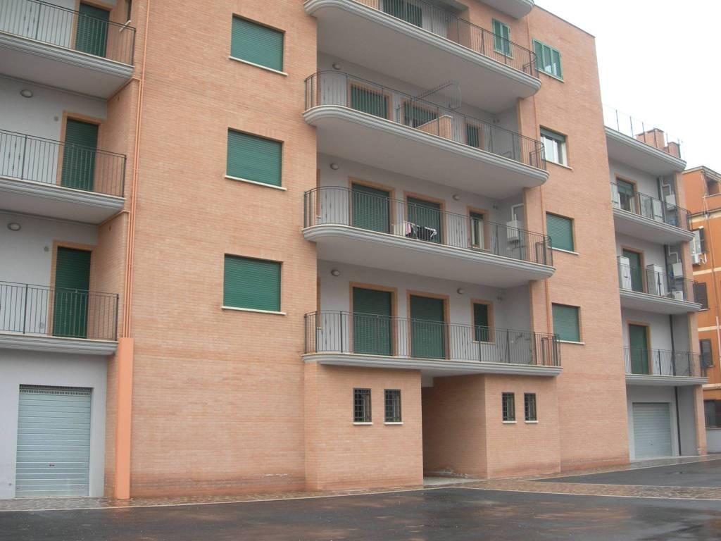 Appartamento in ottime condizioni in affitto Rif. 8464139