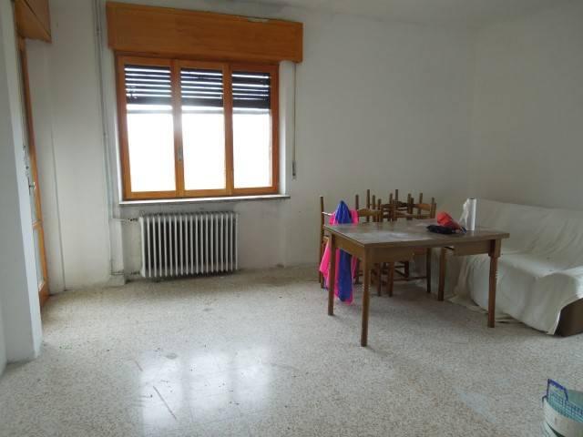 Appartamento da ristrutturare in vendita Rif. 8463654