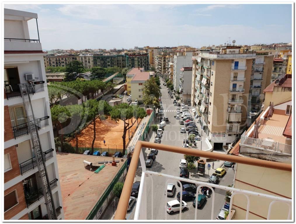 Appartamento in vendita 4 vani 90 mq.  via Caldieri Napoli