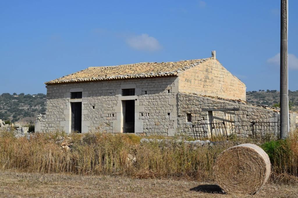 Rustico / Casale da ristrutturare in vendita Rif. 8468138