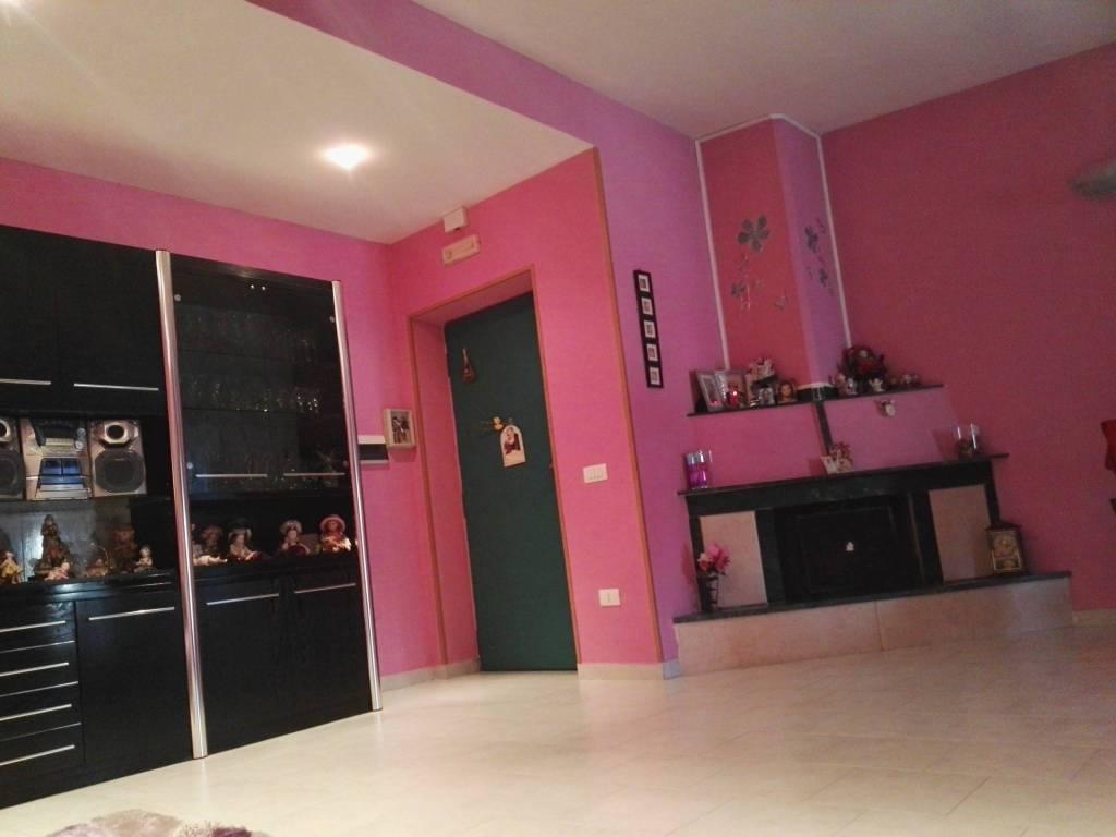 Appartamento in buone condizioni in vendita Rif. 8465097