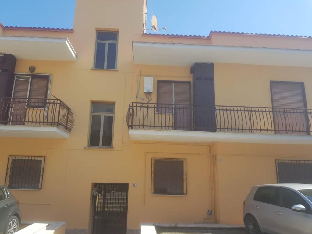 Appartamento in buone condizioni in affitto Rif. 8465376