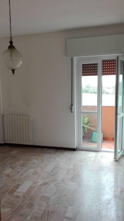 Appartamento in buone condizioni parzialmente arredato in affitto Rif. 8466294