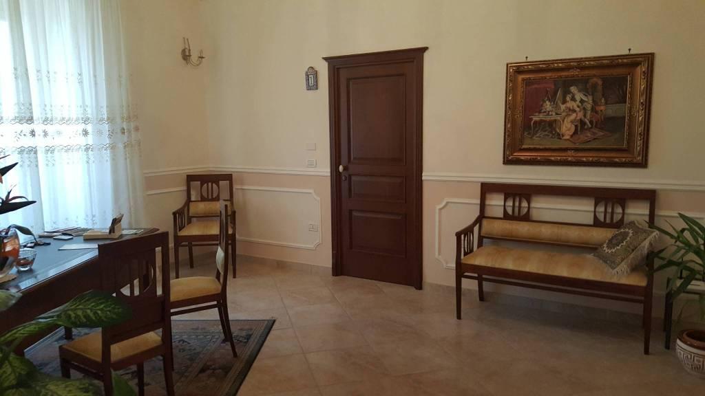 Appartamento in ottime condizioni arredato in vendita Rif. 8468616
