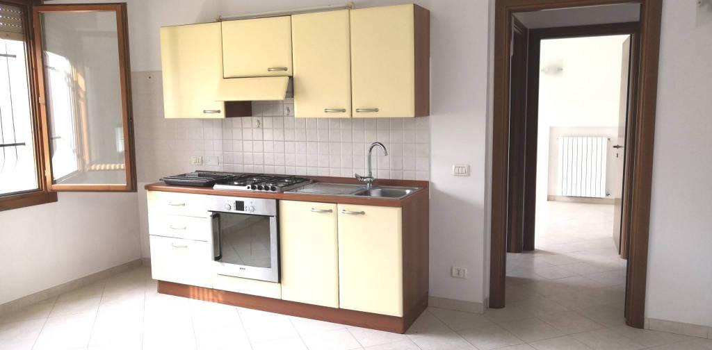 Appartamento in buone condizioni parzialmente arredato in affitto Rif. 8467648