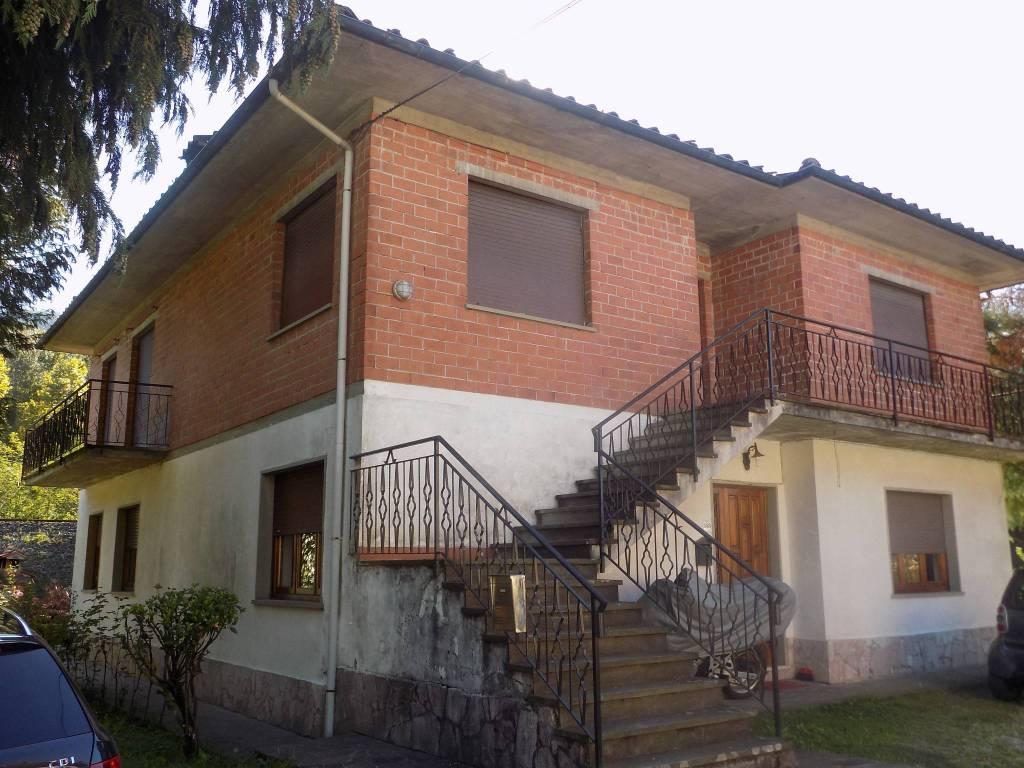 Appartamento in buone condizioni in vendita Rif. 8468018