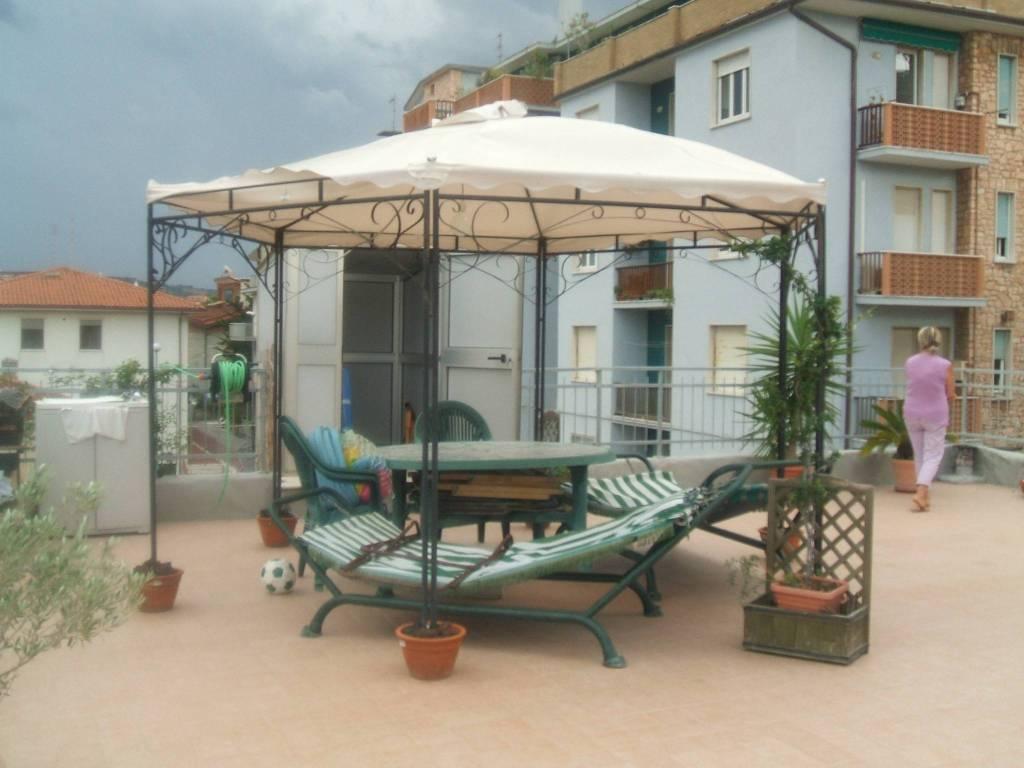 Appartamento in ottime condizioni in vendita Rif. 9149918