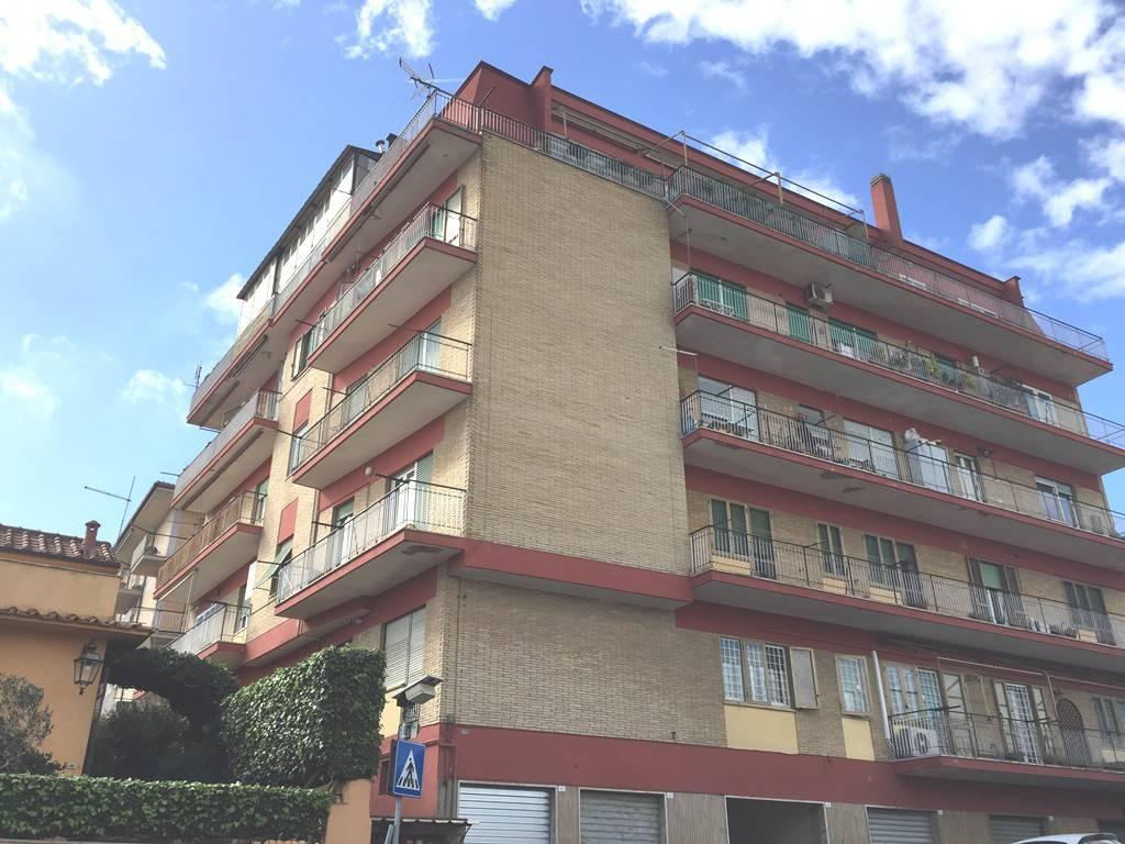 Appartamento da ristrutturare in vendita Rif. 8464360