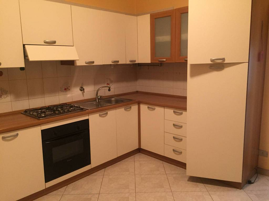 Appartamento in ottime condizioni parzialmente arredato in affitto Rif. 8468665