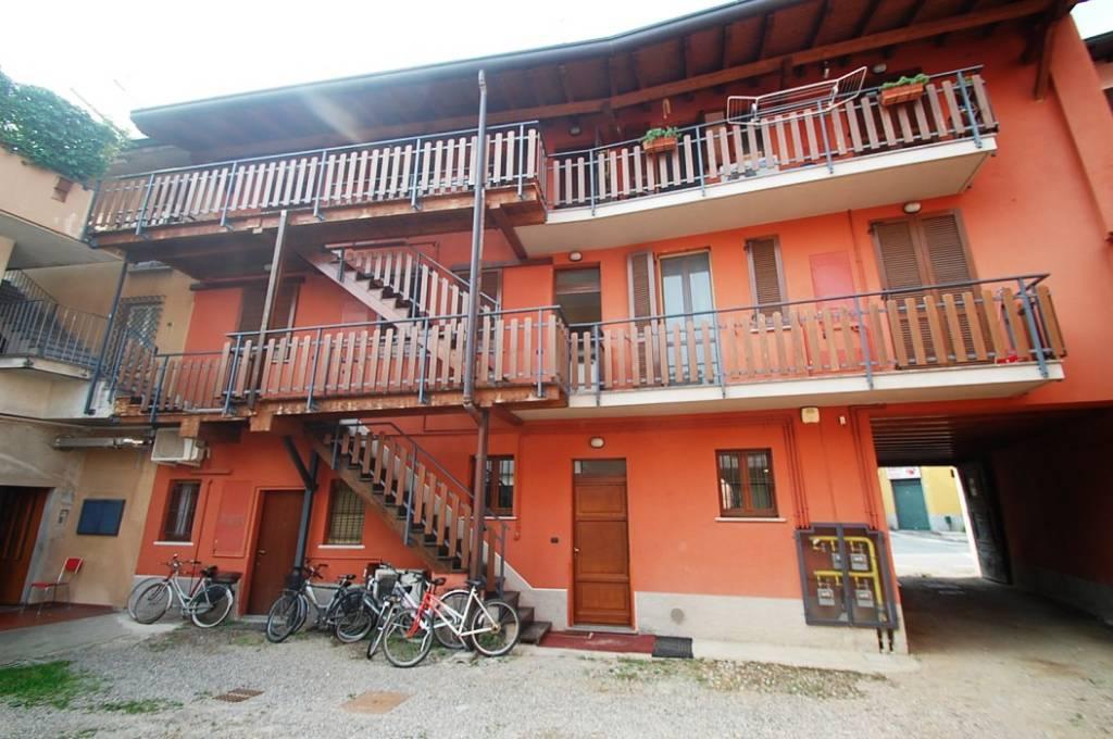 Appartamento in ottime condizioni parzialmente arredato in affitto Rif. 8465616
