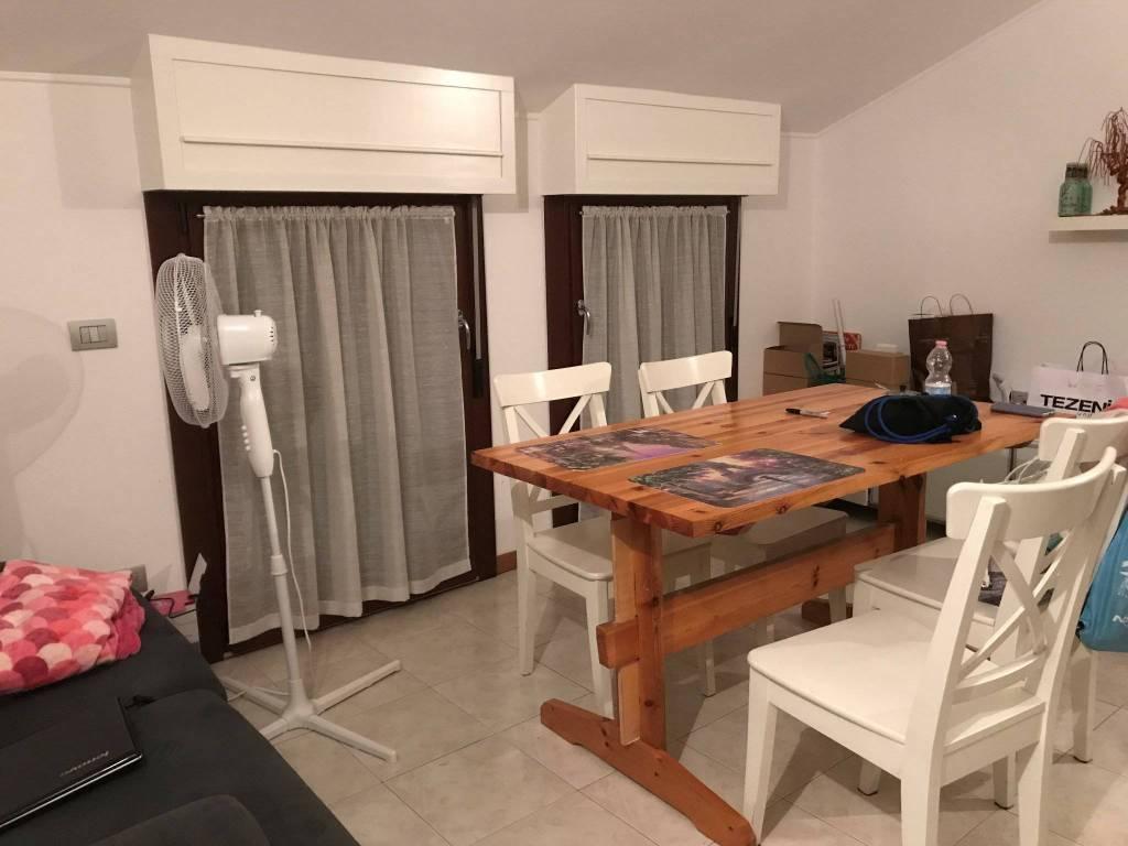 Appartamento in buone condizioni parzialmente arredato in vendita Rif. 8465169