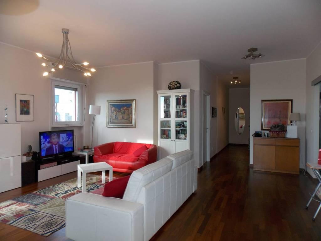 Appartamento in ottime condizioni parzialmente arredato in affitto Rif. 8464770