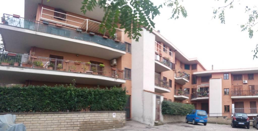 Appartamento in buone condizioni in vendita Rif. 8465622
