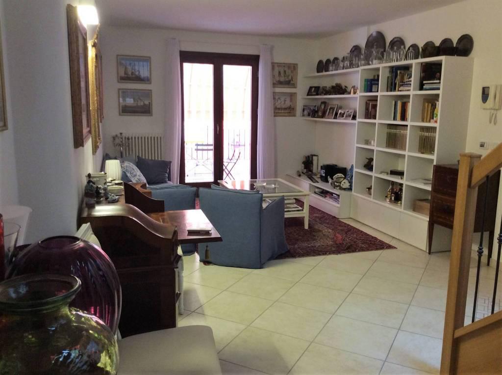 Appartamento in ottime condizioni parzialmente arredato in vendita Rif. 8464581