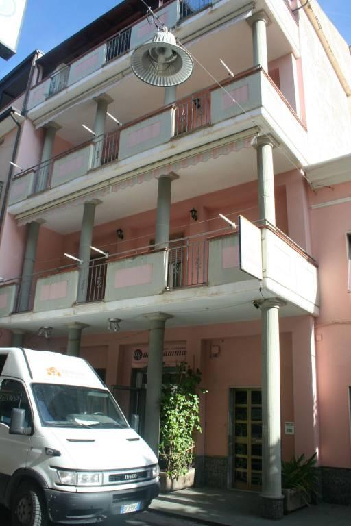 Appartamento in buone condizioni arredato in vendita Rif. 8465606