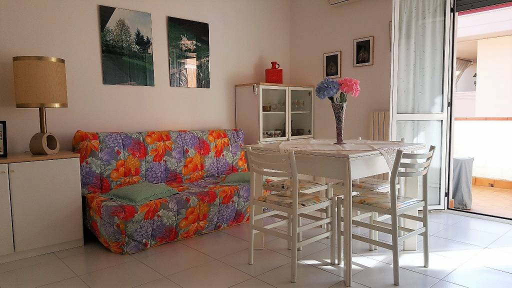 Appartamento in buone condizioni parzialmente arredato in vendita Rif. 8464591