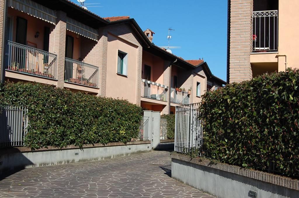 Appartamento in ottime condizioni arredato in affitto Rif. 8466532