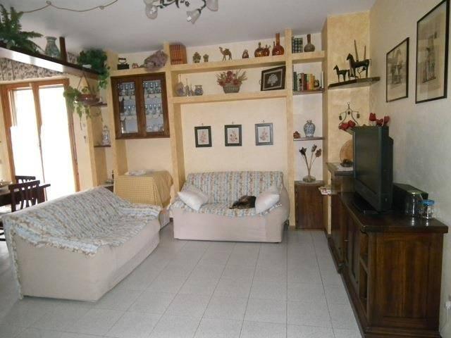 Appartamento in buone condizioni in vendita Rif. 8466114