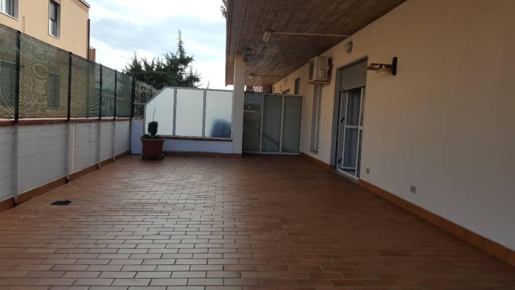 Appartamento in buone condizioni parzialmente arredato in vendita Rif. 8464592