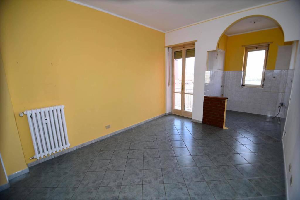 Appartamento in buone condizioni in vendita Rif. 8465675