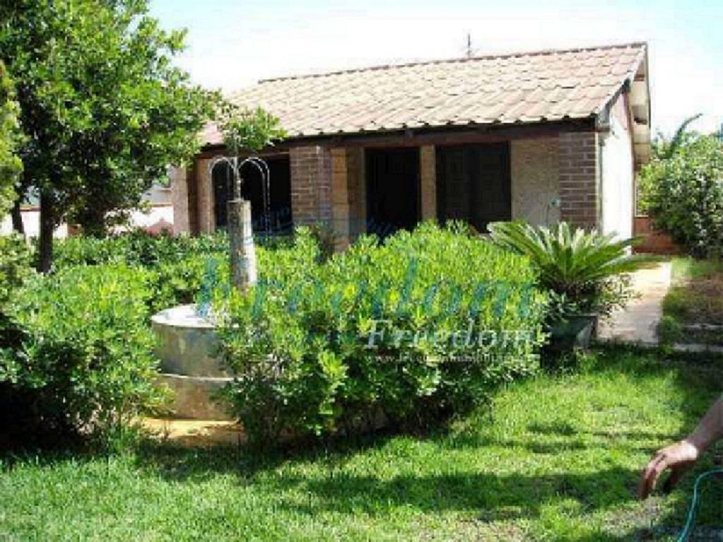 Villa in Vendita a Augusta Centro: 4 locali, 70 mq