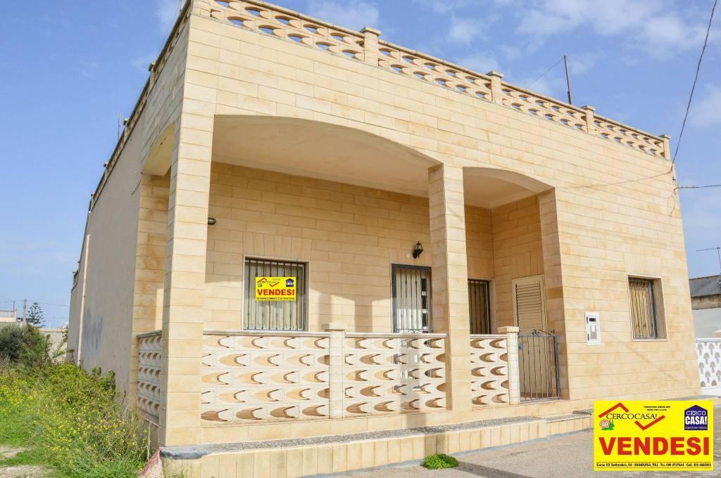 Appartamento in buone condizioni in vendita Rif. 8464756