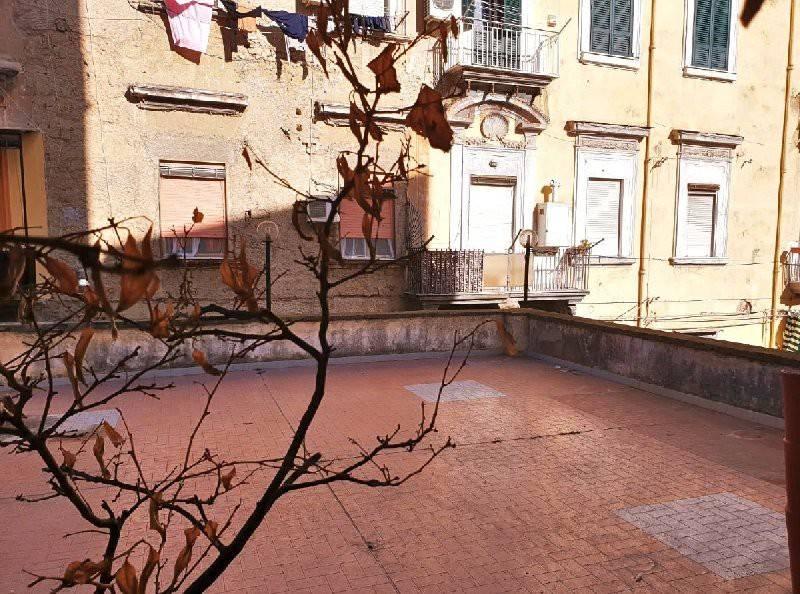 Appartamento in vendita 5 vani 210 mq.  vico Santa Maria della Purità Napoli