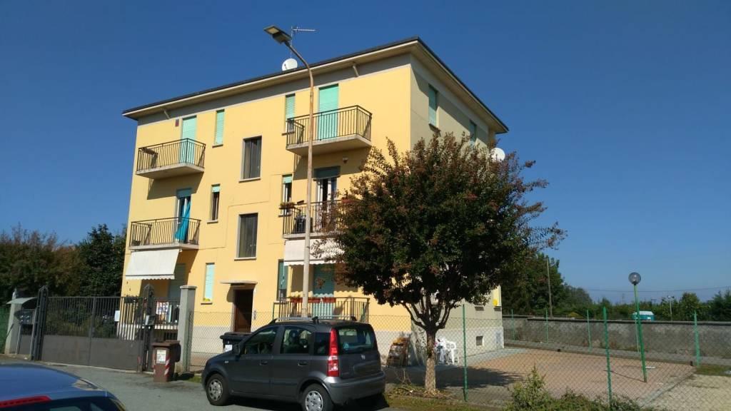 Appartamento in buone condizioni in affitto Rif. 8284432