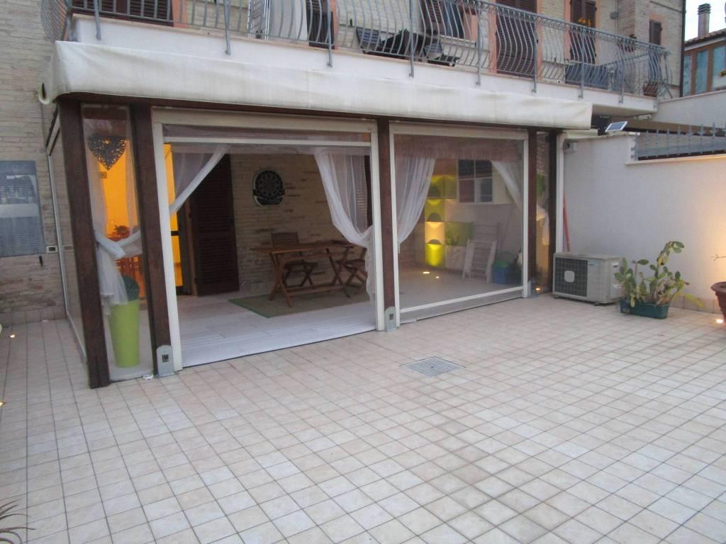 Appartamento in ottime condizioni arredato in vendita Rif. 9149919