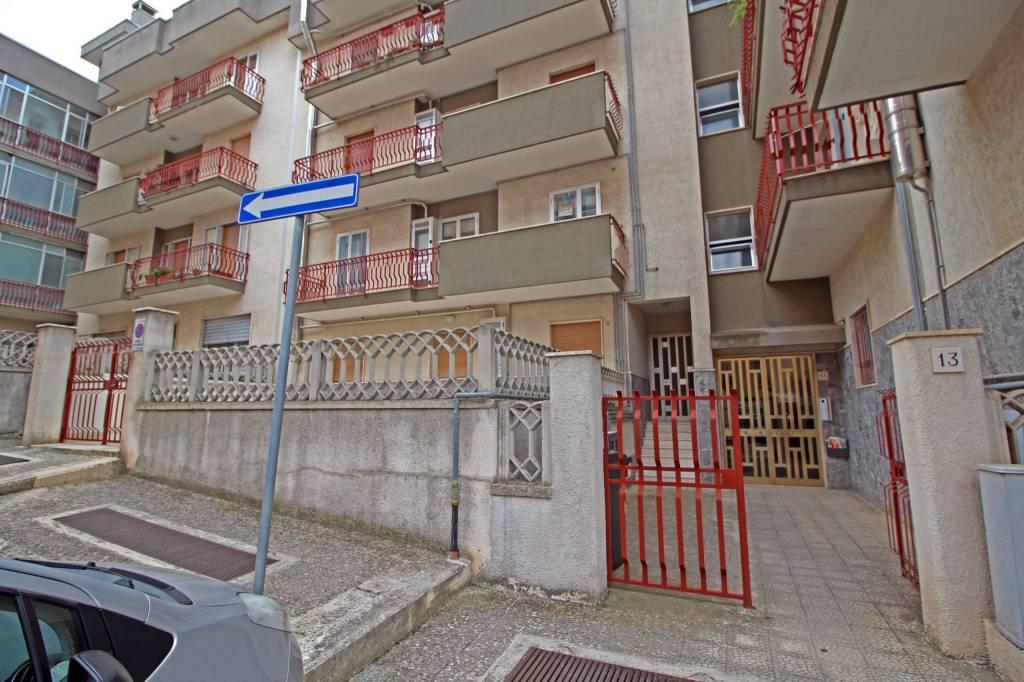 Appartamento in buone condizioni in affitto Rif. 8479171