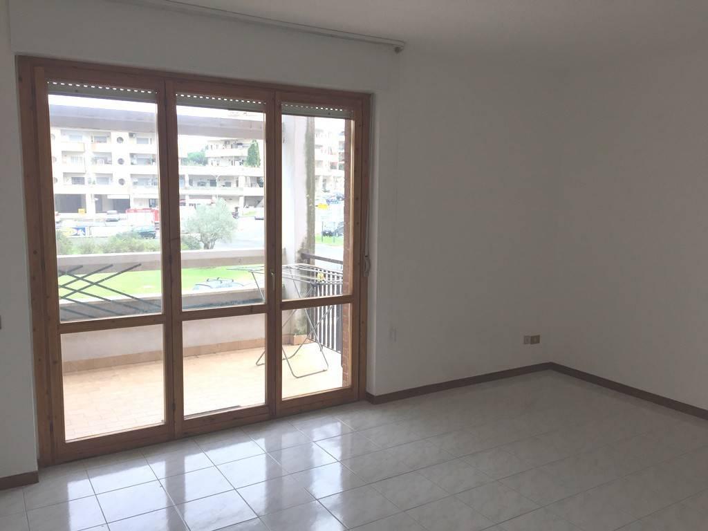Appartamento in buone condizioni in affitto Rif. 8477698