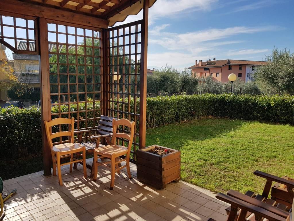 Appartamento in buone condizioni parzialmente arredato in affitto Rif. 8482792
