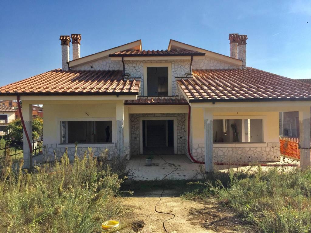 Villa in vendita a Roma, 7 locali, zona Zona: 33 . Quarto Casale, Labaro, Valle Muricana, Prima Porta, prezzo € 380.000 | CambioCasa.it