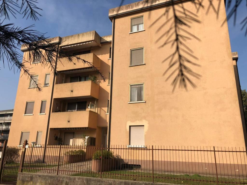 Appartamento in ottime condizioni in vendita Rif. 8480701