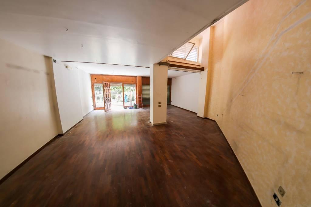 Negozio / Locale in affitto a Palermo, 2 locali, prezzo € 580   CambioCasa.it