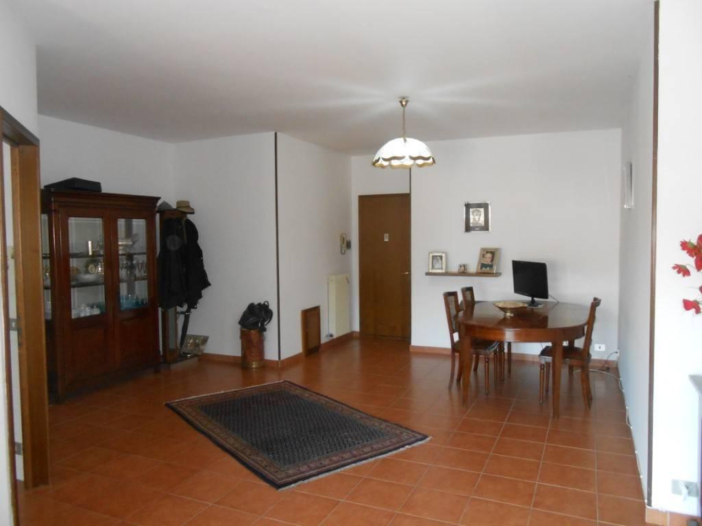 Appartamento in ottime condizioni parzialmente arredato in vendita Rif. 8477363