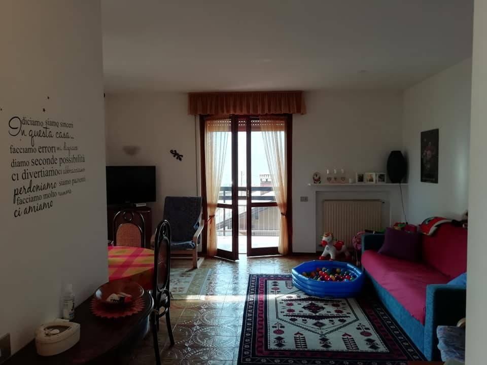 Appartamento in buone condizioni arredato in affitto Rif. 8480097