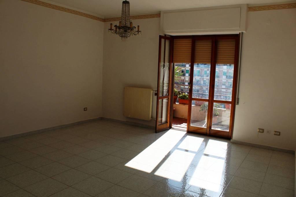 Appartamento in buone condizioni in vendita Rif. 7496222