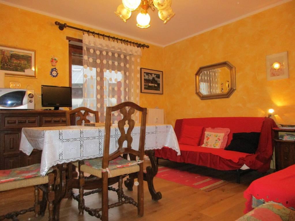 Appartamento in buone condizioni arredato in affitto Rif. 8479845