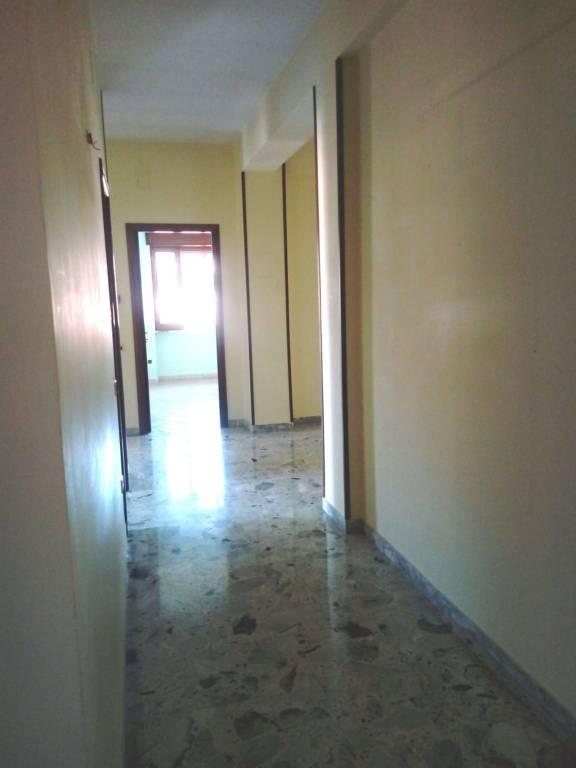 Appartamento in buone condizioni in affitto Rif. 8480536