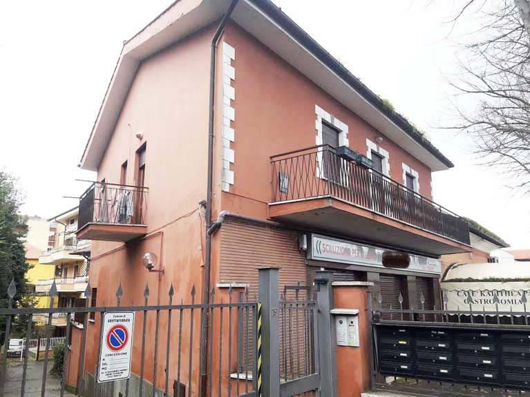 Appartamento in buone condizioni in vendita Rif. 8478183