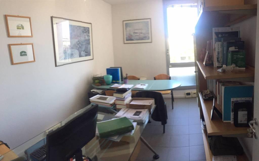 Ufficio-studio in Affitto a Ravenna Semicentro: 3 locali, 60 mq