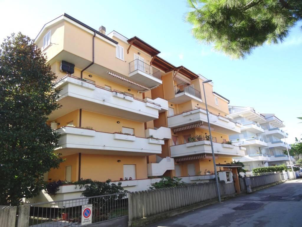 Appartamento in buone condizioni in vendita Rif. 8440846