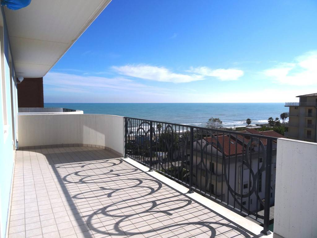 Appartamento in ottime condizioni in vendita Rif. 8477367