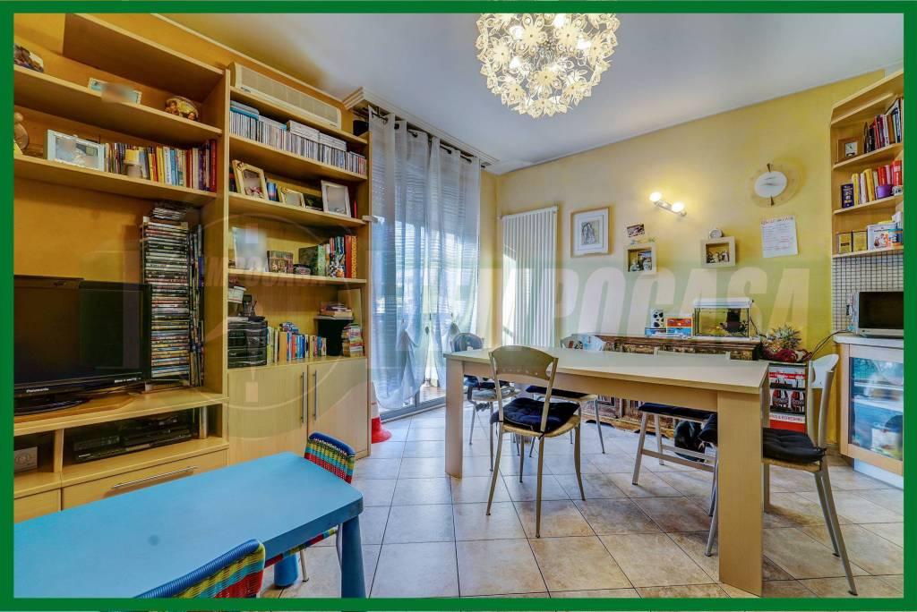 Appartamento in buone condizioni in vendita Rif. 8914670